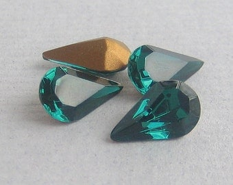 13x8 mm Swarovski Emerald Green Pear Teardrop Rhinestone Qty 4