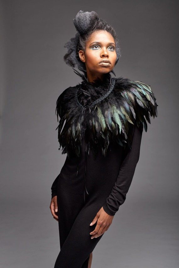 Feather capelet with high collar / Feather shoulder wrap shrug / Luxurious black feather cape / Versatile feather accessory / Edgy fashion