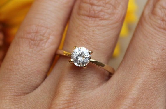 Diamond Engagement ring in 14K yellow gold 1ct solitaire 4 prong classic  design