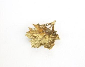 Vintage Brass Leaf Dish / Virginia Metalcrafters / Sugar Maple