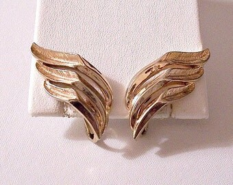 Slotted Fern Leaves Clip On Earrings Gold Tone Vintage Trifari Waved