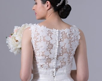 Ivory lace wedding dress, sleevelss venice lace with tulle skirt.