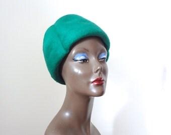 1960s Hat - vintage green felted fur trefoil bucket cloche - mod chapeau
