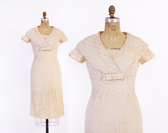 Vintage 50s DRESS / 1950s Ivory Eyelet Lace Fitted Wiggle Dress M