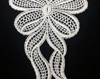 Vintage Off-White Lace Bow Applique