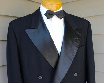 vintage 1950's Men's Double Breasted tuxedo jacket. Bold Look. Black flanneled wool herringbone w/ Satin lapel. 1 - 1 closure. Size 43 Reg