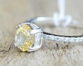 1.5 carat Natural yellow sapphires ring Inlaid with Diamonds Engagement ring 205Y