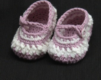 Crocheted Mary Jane baby shoes  pink and white in colour.