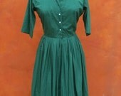 SALE Vintage 1950s Shirt Waist Casual Day Swing Dress. Cotton Rayon. Kelly Green. Lucy Dress. Medium Large