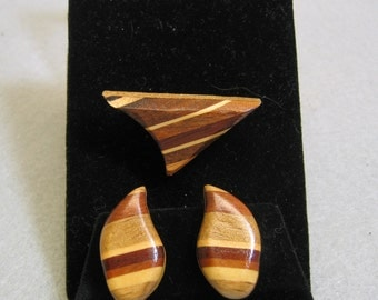1970s Layered Wood Brooch and Clip On Earring Set