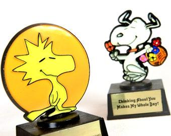 woodstock, snoopy, peanuts, trophy, 1970s, Aviva, 1972, cartoon collectible, Charles Shulz,