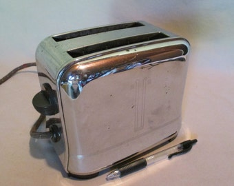 Toaster, Vintage Toastmaster Deco Design, Model 1B11 Two Slice, Chrome, Retro Kitchen Dining Cottage Cabin Non Automatic 1940's Mid Century
