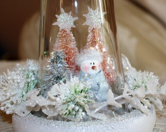 Shabby Chic Cottage Vintage Style Glass Dome Christmas Decoration Snowmen Christmas Scene Snow Covered Trees