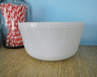 Pyrex Large Thick & Heavy White Milk Glass Milkglass Mixer Mixing Bowl #23 Ribbed Design USA