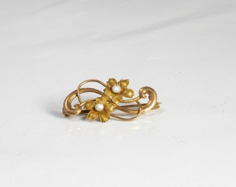 Dainty 10 Karat Yellow Gold Flower Pin with Two Baroque Pearls; Pin with Two Flowers; Vintage Flower Pin; Vintage Lapel Pin; Vintage Pin