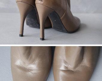 VIGNERON Paris vintage taupe beige leather high stiletto heel almond toe back zip ankle boots shoes Size 38 7.5