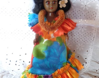 Hawaiian Girl Doll Colorful Dress Lei Sleepy Eyes Beautiful Black Hair Like New Condition Collectible Toy Plastic Travel Souvenir