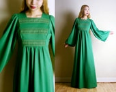 Vintage 1970s Green Maxi Dress - Pre-Raphaelite Dress - Medieval Renaissance Inspired - Absinthe Green (xs small)