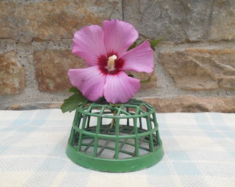 Vintage Large Cage Flower Frog Shabby Green Metal Flower Arranging Tool Desk Caddy Organization Pen Pencil Holder Dazey Mfg. Co Junior No 21