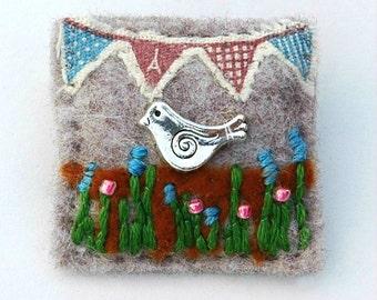 Bird brooch - bird jewellery - gifts for bird lovers - garden birds - felt brooch - nature gifts - hand sewn