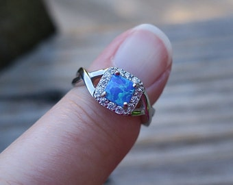 Vintage 925 Sterling Silver Blue Lab Opal Ring