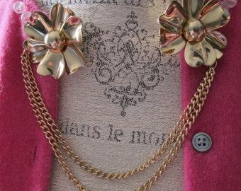 1940's Sweater Guards Clips. Fur Dress Fashion Gold Metal Flower Clips. Double Pronged Retro Fashion Dress Clips. 40's Fabulous Fashion Pins