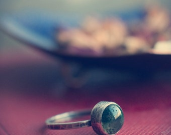 Moss agate stacking ring, simple moss agate ring, sterling silver stackable ring, hammered and oxidised 925 silver.