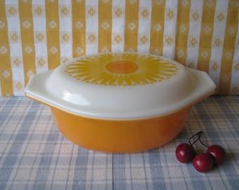 Pyrex Sunflower Casserole - 043 - 1.5 Quart - Daisy - Vintage 1960's