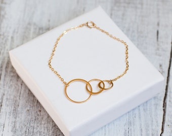 Generation bracelet Circle LINK Infinity Generation jewelry 14k Gold Fill or Sterling Silver, Linked Rings Dainty delicate 3 Circle grandma