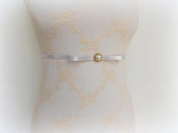 Elastic waist belt. Ivory Skinny Bow belt decorated with gold button and Ivory pearl. Thin belt. Bridal/ Bridesmaid dress belt.