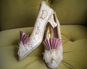 Marie Antoinette Costume Shoes Wedding Heels Ivory Lace Dusty Pink Gold Rococo Baroque Champagne Fairytale Bride Custom Cosplay Bridal Shoes