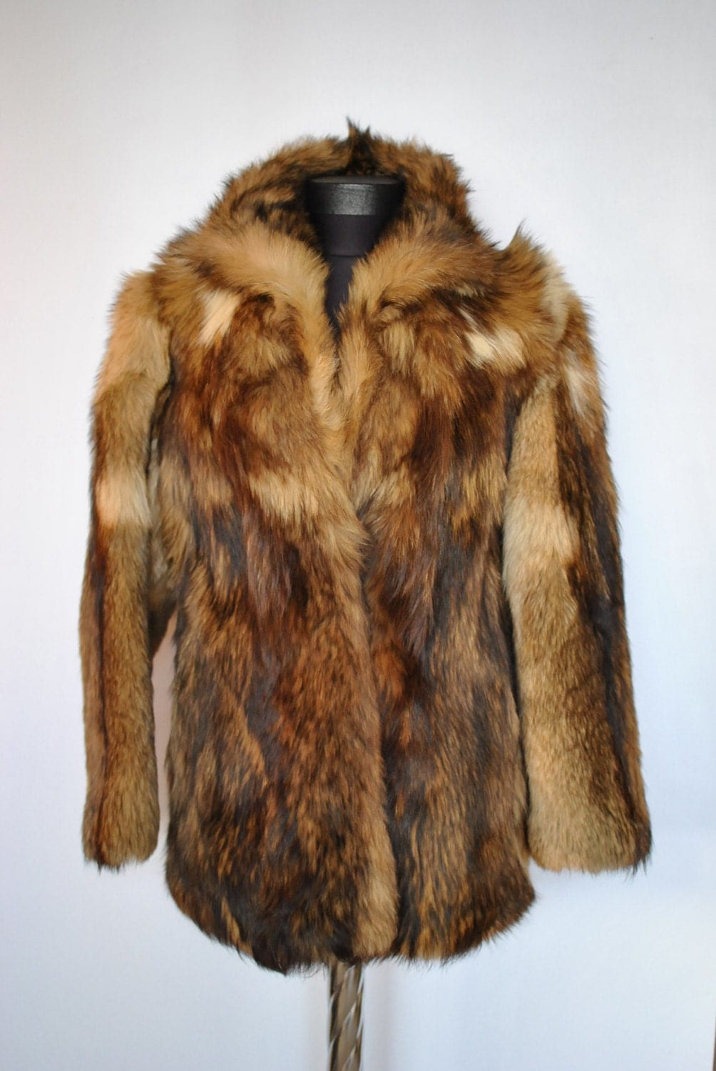 Feissifur is a dedicated online fur store that has been selling various styles of real fur coat, jacket and fur accessories to worldwide customers since