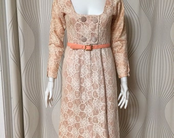 Cute vintage 1960s white flower lace dress with pink lining