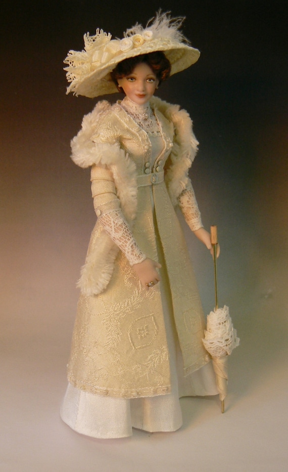 1 12 Scale Dollhouse Lady Doll