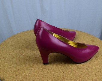 Raspberry Pink Leather Vintage PUMPS / High Heels / Size 9 / Low Heel