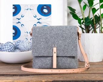 Beige crossbody bag for her,  Tan purse,  shoulder bag for women, gift for sister, felt messenger bag
