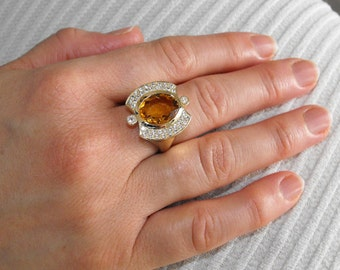 Yellow gold ring with citrine and natural diamonds.
