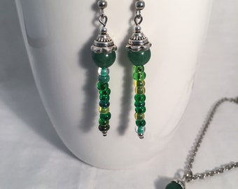 Green necklace set, green jewelry set, green necklace, green bead necklace, green earrings, green dangle earrings, pendant necklace
