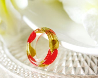 Resin / ring / red green / Real Flower Jewelry, Resin Flower Ring, Gift for her, Cool Ring, Botanical Jewelry, Pressed Flowers, Plant Ring