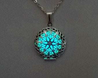 Glow in the Dark, Mothers Day Gift, Gift For Mom, Girlfriend Gift, Glowing Pendant, Easter Gift, Gifts for Her, Glowing Locket Necklace