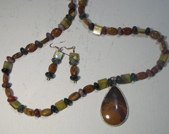 Browns and Gold Necklace Set