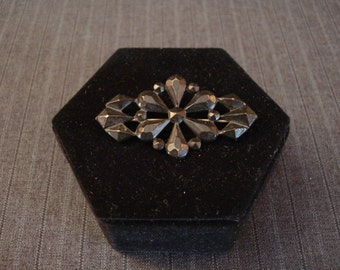Victorian Mourning Jewelry, Six-Petaled Geometric Floral, Metal [Vintage]