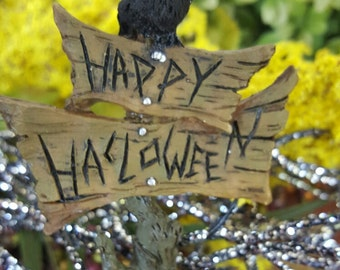 Miniature Happy Halloween sign with a crow on top!