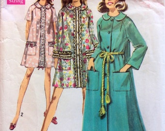 1960s dressing gown in two lengths Simplicity 8458 vintage sewing pattern Petite Bust 31.5 - 32.5 Retro 60s glamour robe with raglan sleeves