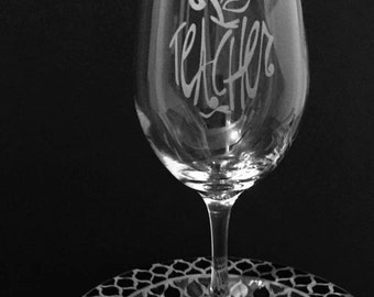Teacher etched wine glass ~ Wineglass gift for teacher ~ Apple gift for teacher ~ Christmas gift for teacher