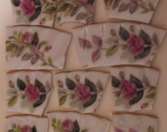 Mosaic Tiles -Rose Pink Roses - White Pleated BG w Green Band