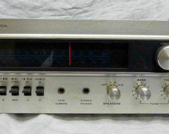 Vintage Sherwood S7100A Stereo Receiver. Walnut and Metal Finish. AM FM Stereo Tuner.  1970's Authentic equipment. Made in Japan