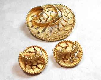 Vintage Jewelry Set, Vintage Brooch, Vintage Earrings, Clip on Earrings, Textured Gold Tone, Swirl Design, Vintage Set, Womens Gift