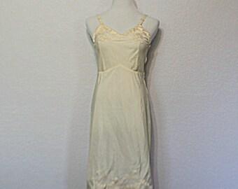 Vintage Women's Slip Dress / Lady Lynne Rockabilly Pin Up Cream Scallop Applique Full Slip Size 32