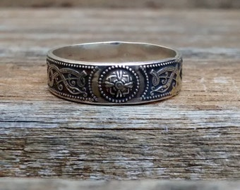 CELTIC SILVER  RING. Traditional Ancient Celtic Design In Solid Sterling Silver